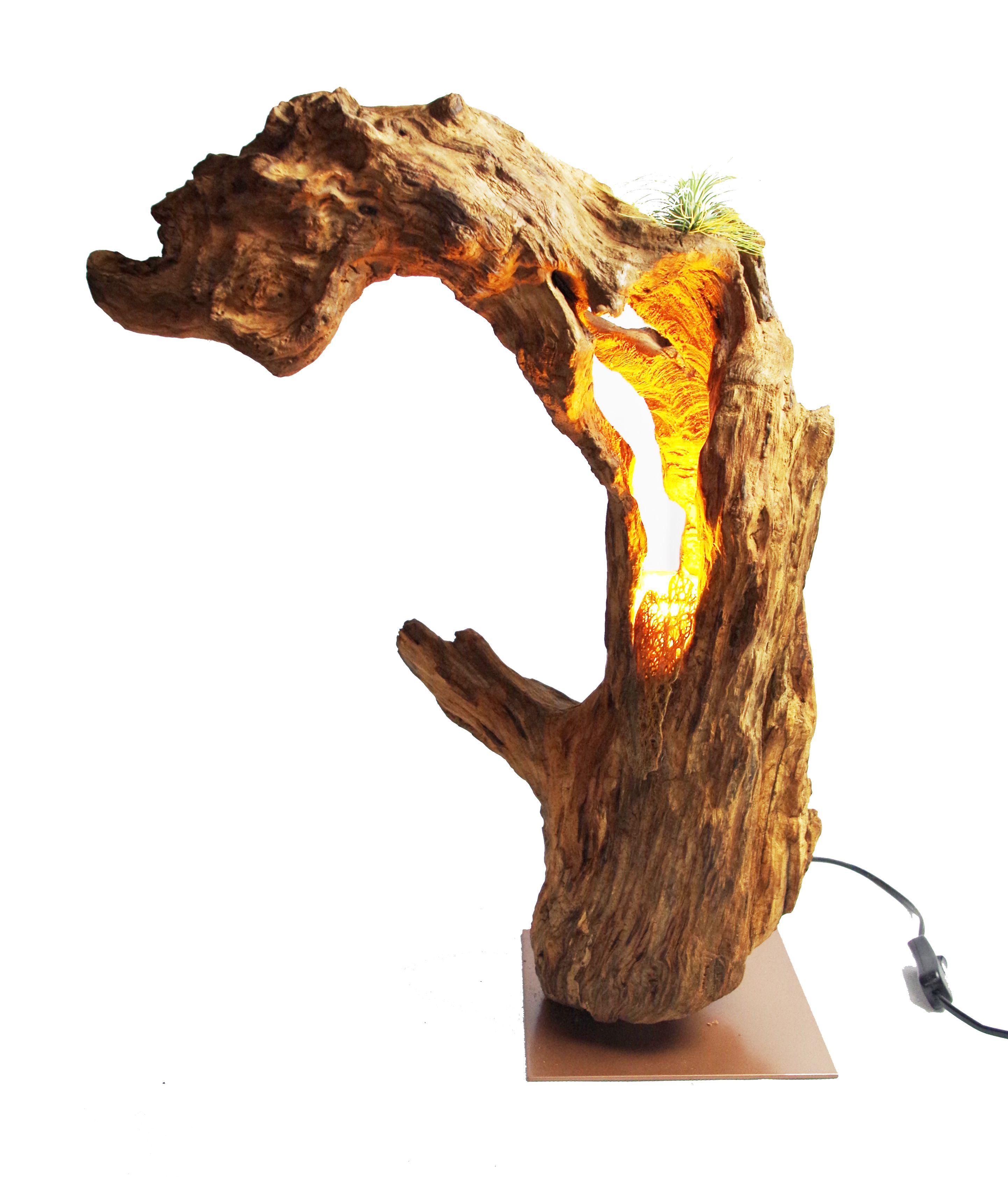 Holzlampe und Skulptur - Drachenherz.  Diese Skulptur erzeugt besonders an einer Wand stehend eine einzigartige Lichtstimmung.