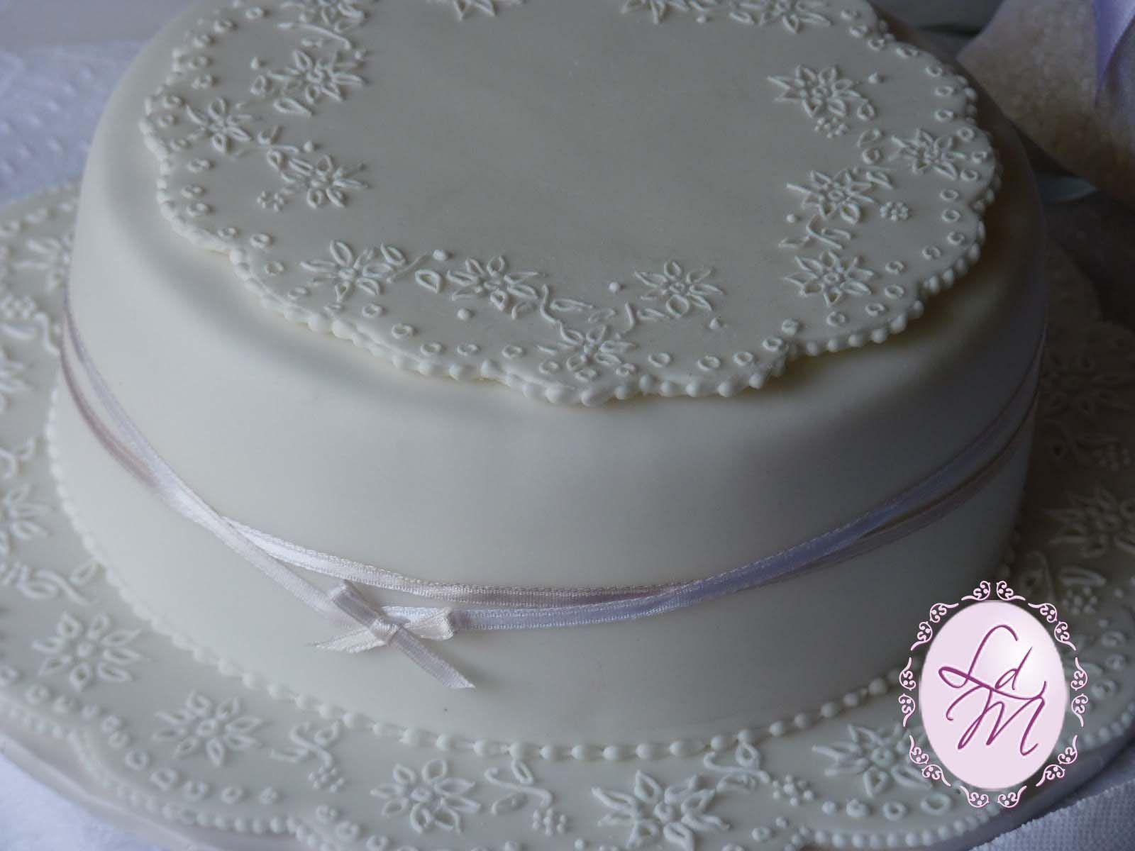 L'angolo di Milli: torta con centrino