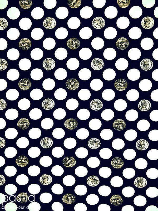 Stof F090 Donker blauw met witte stippen en muntjes (ook in zwart te bestellen) Tricot viscose