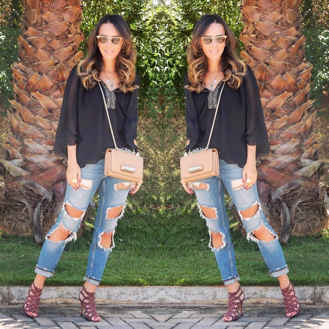 #fashion #style #ootd #gabimay #blogger #moda #estilo #lookdodia #instagram #valentino #rippedjeans #distresseddenim #calçarasgada