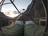 Skylodge Adventure Suites Urubamba : Umiddelbar bekreftelse, lave priser, anmeldelser, kart, Skylodge Adventure Suites Urubamba informasjon. Skylodge Adventure Suites er et nyskapende lodge-sted og tilbyr deg hengende rom i Cusco, en 20-minutters kjøretur fra Urubamba. Overnattingsstedet tilbyr deg kostnadsfri frokost og middag med vin.  H
