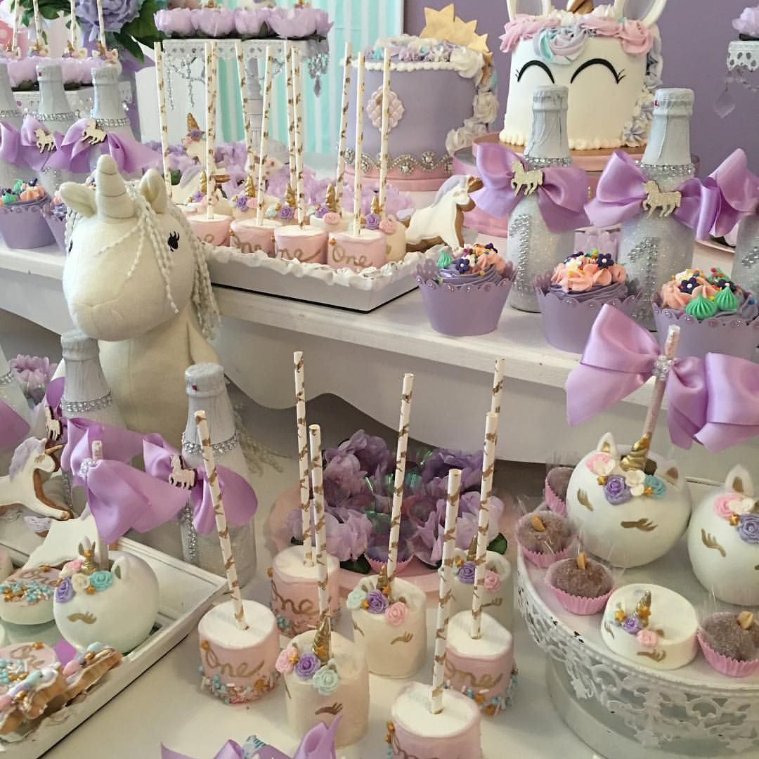 Unicornios mesa de postres pinterest unicornios for Decoracion mesas dulces