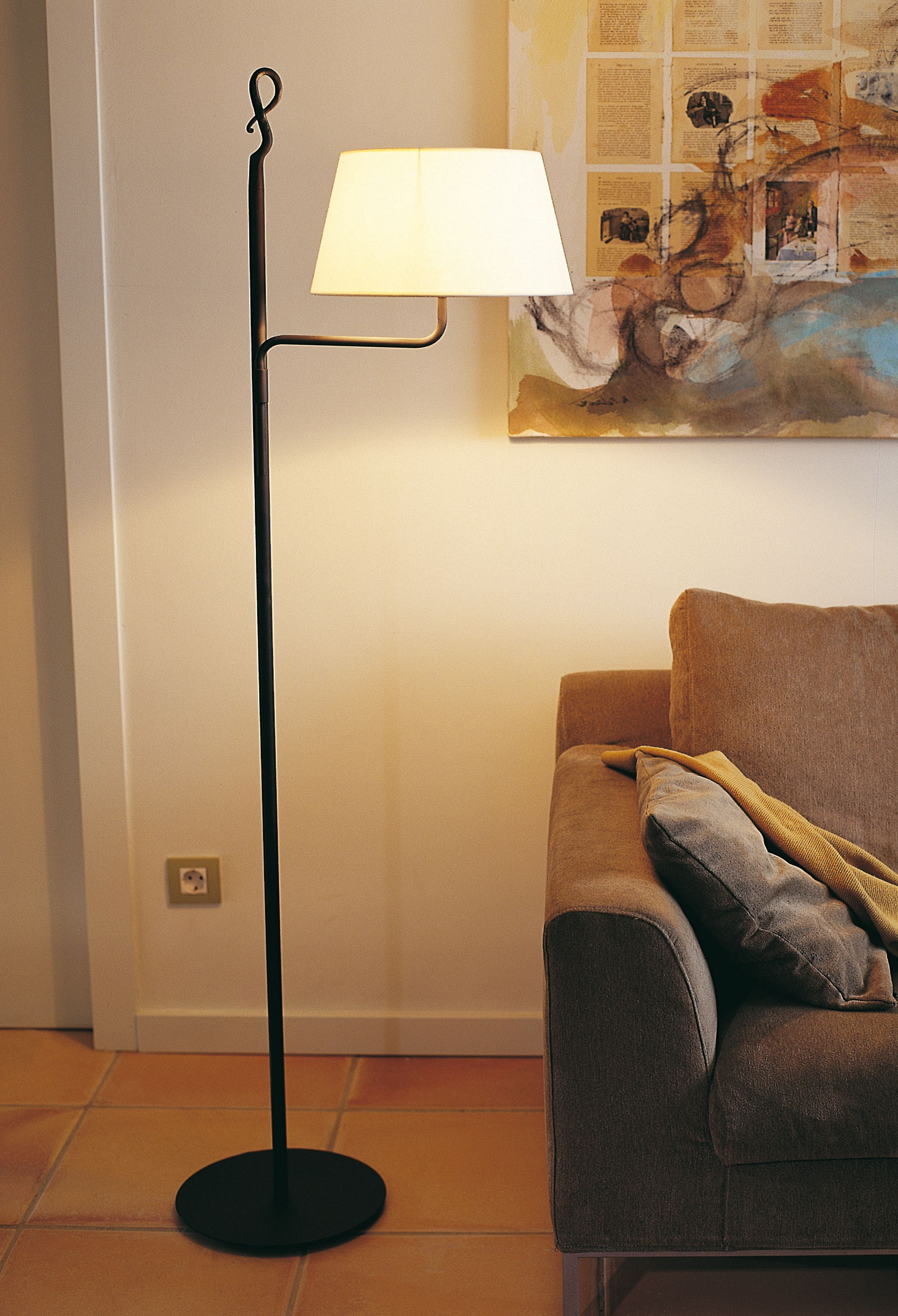 Name Ferrara Pie Movil Design Joana Bover 2002 Typology Floor Lamp Environment Indoor