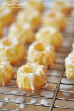 Zitronen-Mini-Gugelhupf {Rezept} I Tortenständer Miss Etoile I Buch Blechkuchen I Casa di Falcone
