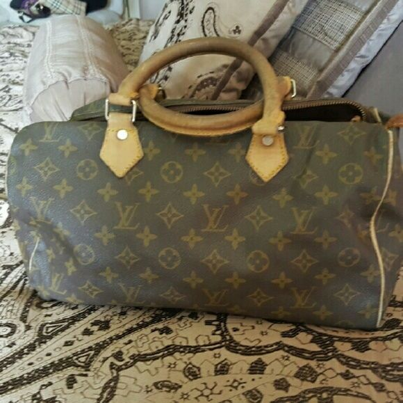 Louis vuitton speedy only for this week Vintage Louis vuitton speedy with signs the used price reflect Bags