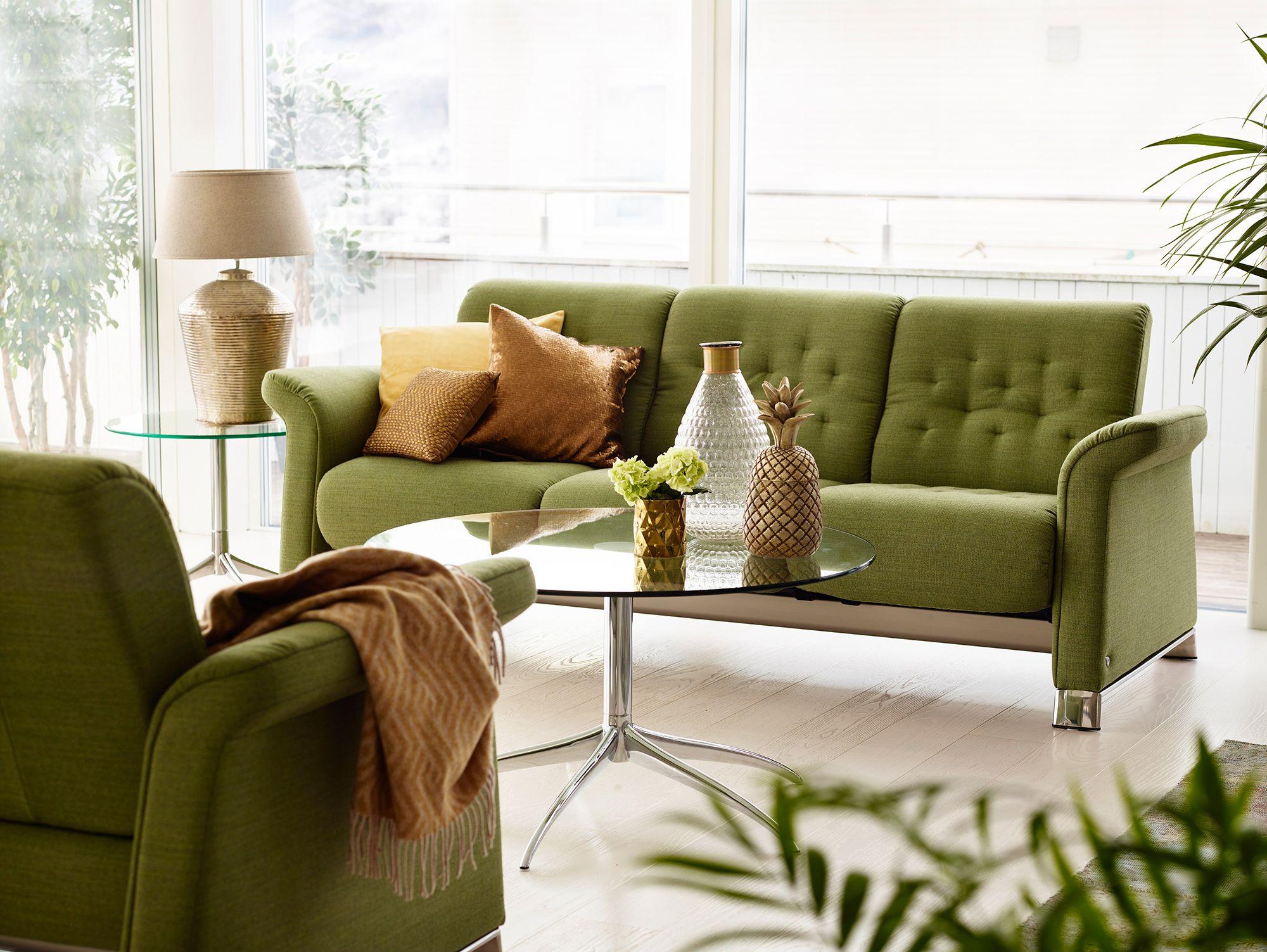 AuBergewohnlich Stressless Metropolitan Sofa Als 3 Sitzer In Der Ausführung Stoff U0027Silvau0027  Green. Glastisch: Stressless Urban (Large), ø90 X48 Cm