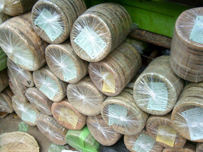 Machine-\u003cb\u003emade\u003c\/b\u003e \u003cb\u003eleaf\u003c\/b\u003e \u003cb\u003ebowls\u003c\/b\u003e are sold in many local stores in Kathmandu . & Machine-\u003cb\u003emade\u003c\/b\u003e \u003cb\u003eleaf\u003c\/b\u003e \u003cb\u003ebowls\u003c\/b\u003e are sold in many local ...