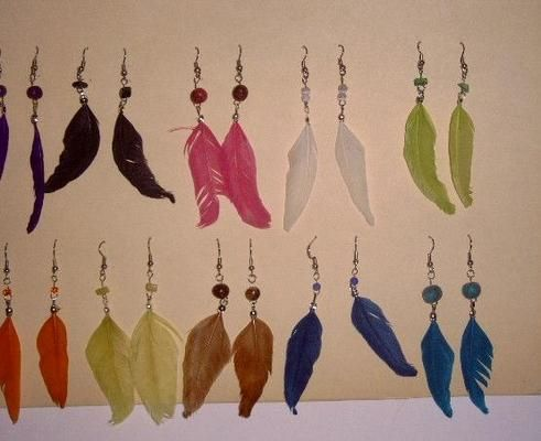 Love the feather earrings.