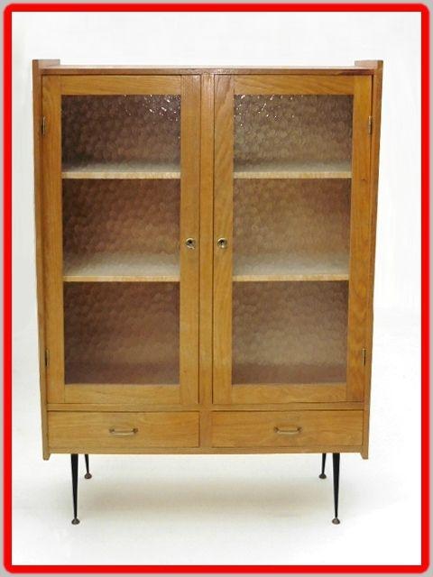 Armoire Vitree D Ecole Vintage 50 Meubles Et Decoration Design Vintage Meuble Vintage Vintage Design Mobilier De Salon