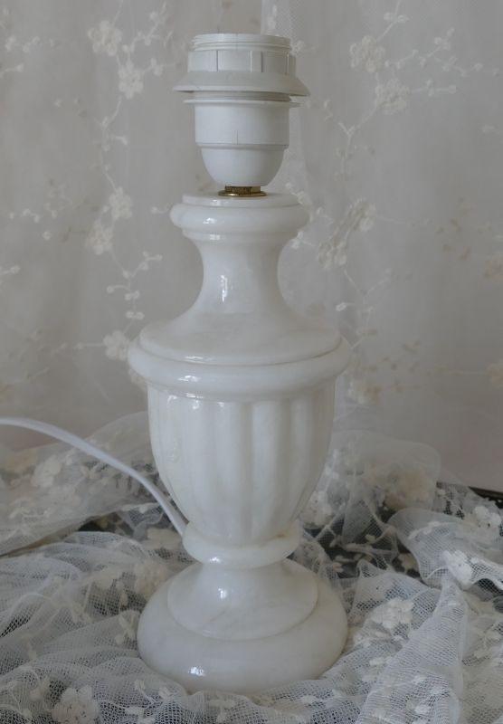 Pied de lampe en albâtre pour une décoration shabby chic