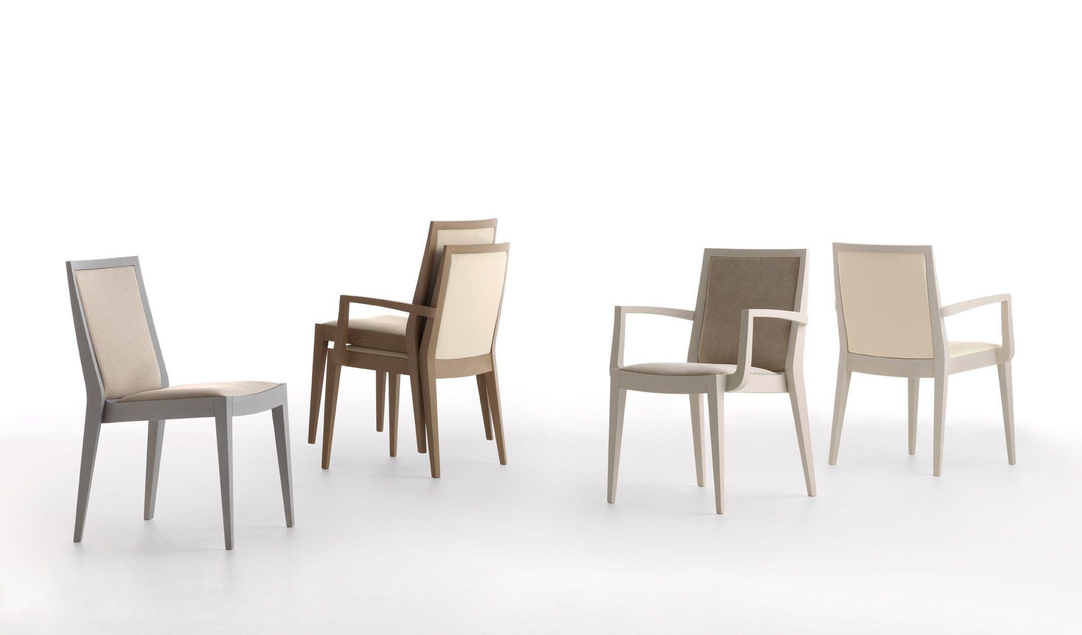 Flame è un programma elegantissimo di sedie poltrone e sgabelli. le