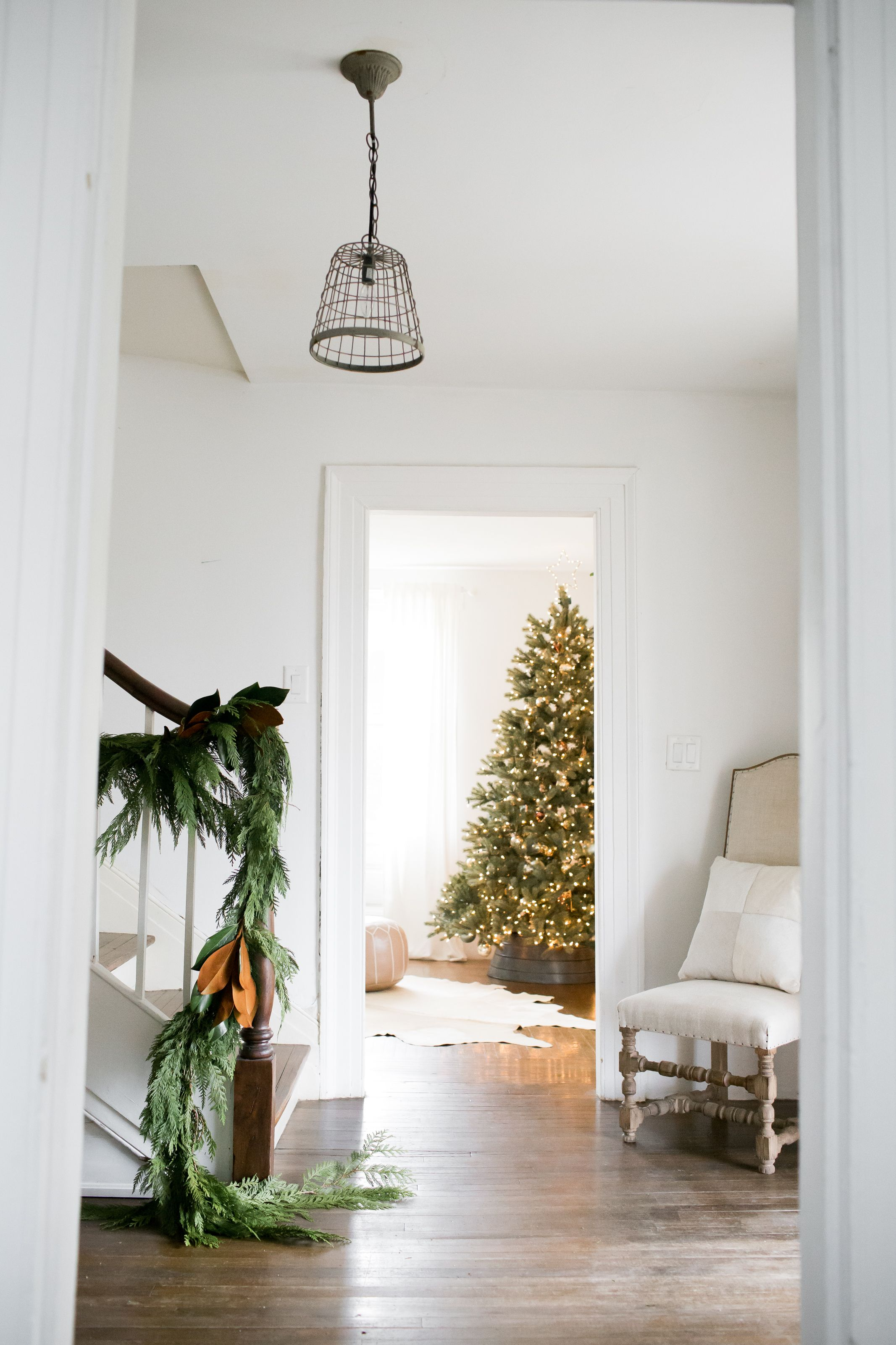 Cedar and magnolia garland christmas tree white house