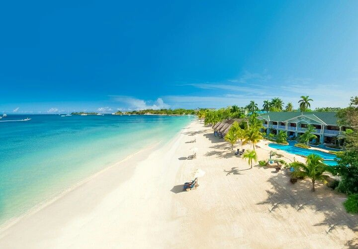 How incredible is this beach in Jamaica ❤