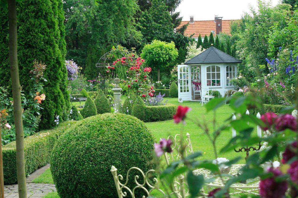 Lesergarten   Terrasse kleine Terrasse, Rosenbeet und Mehrere - terrasse im garten herausvorderungen
