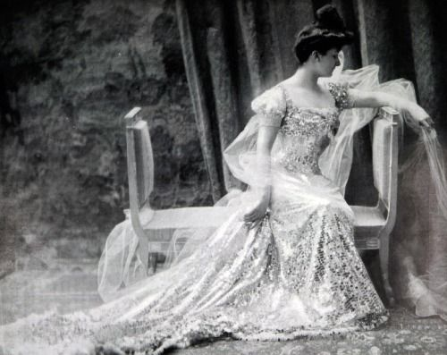 Lovely French Fashion from 1909
