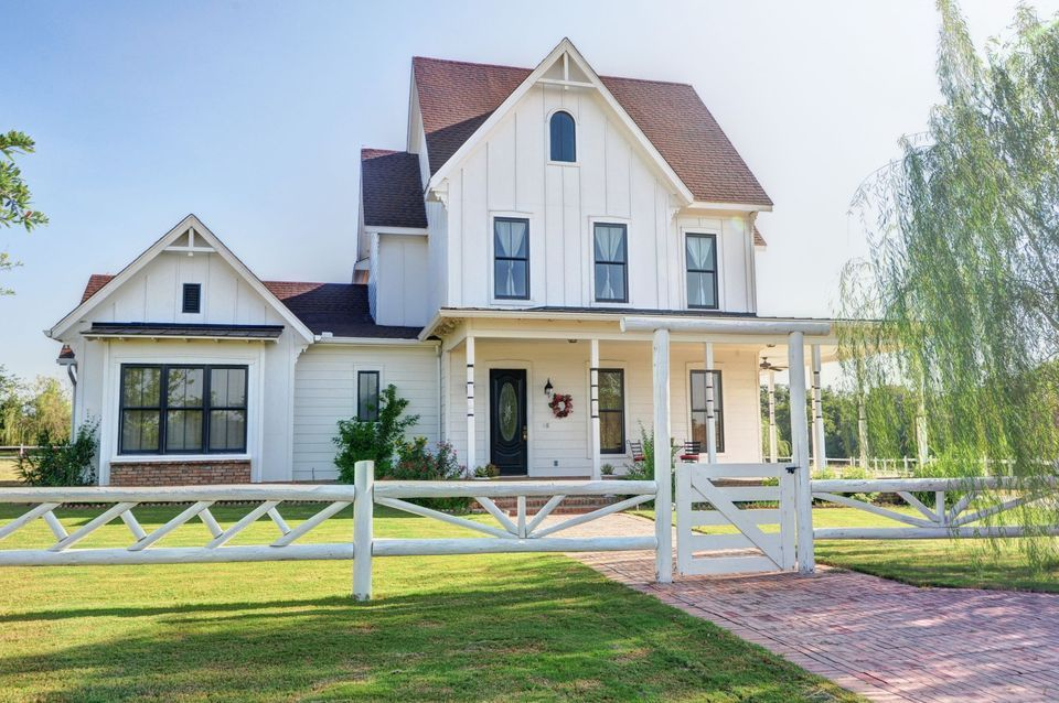30 Gorgeous Farmhouses Across America Modern Farmhouse Exterior House Exterior Farmhouse Style Exterior