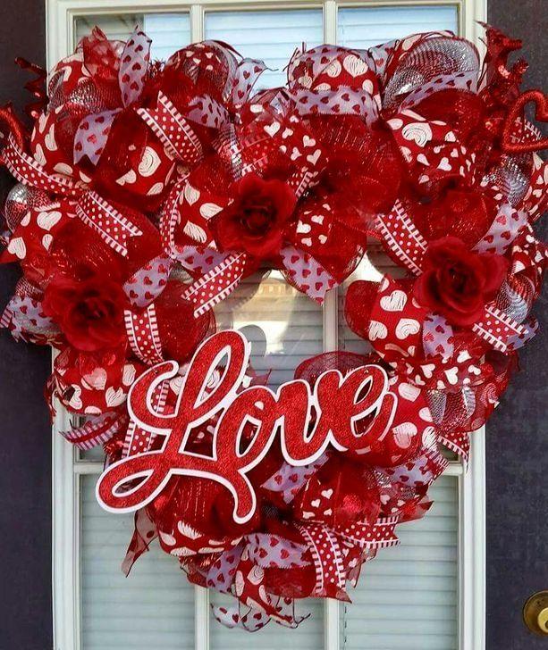 54 Elegant Wreath Ideas For Your Valentines Day Decoration - DECORGAN