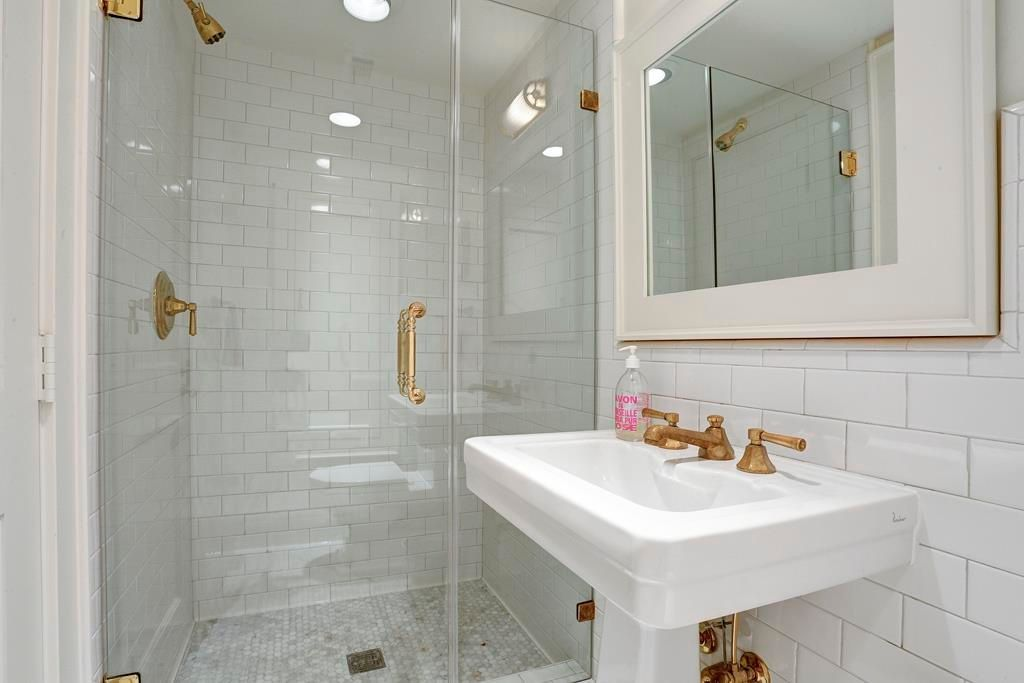 48 Goldsmith St Houston TX 48 MLS 48 Zillow Enchanting Bath Remodel Houston Decor Decoration