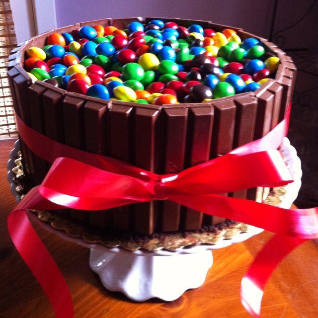 M Kit Kat Cake! | Kit kat cake, Cake decorating, Cupcake cakes