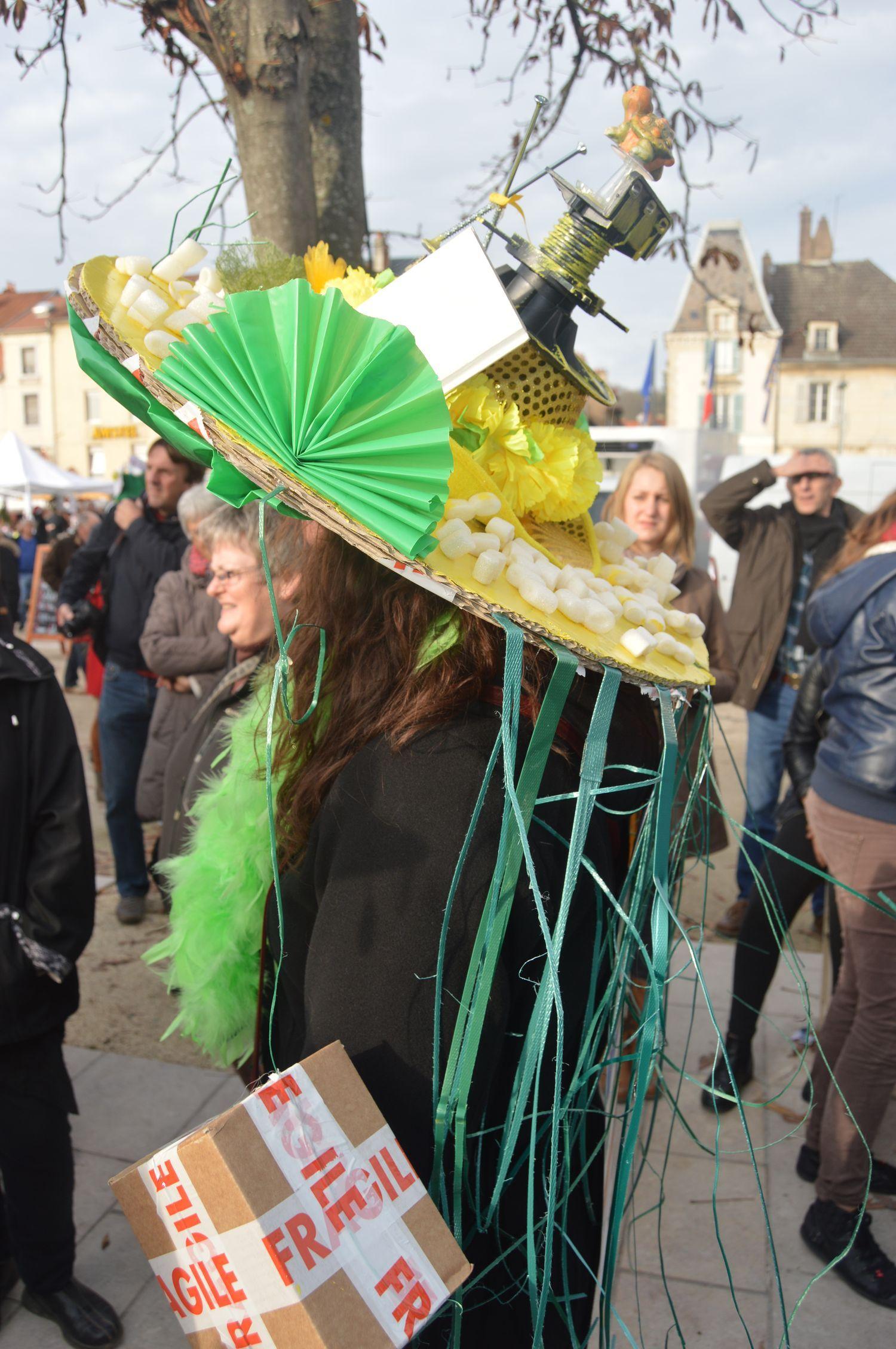 style populaire variété de dessins et de couleurs chaussures élégantes Un bien joli chapeau pour notre Catherinette Manubricole ...