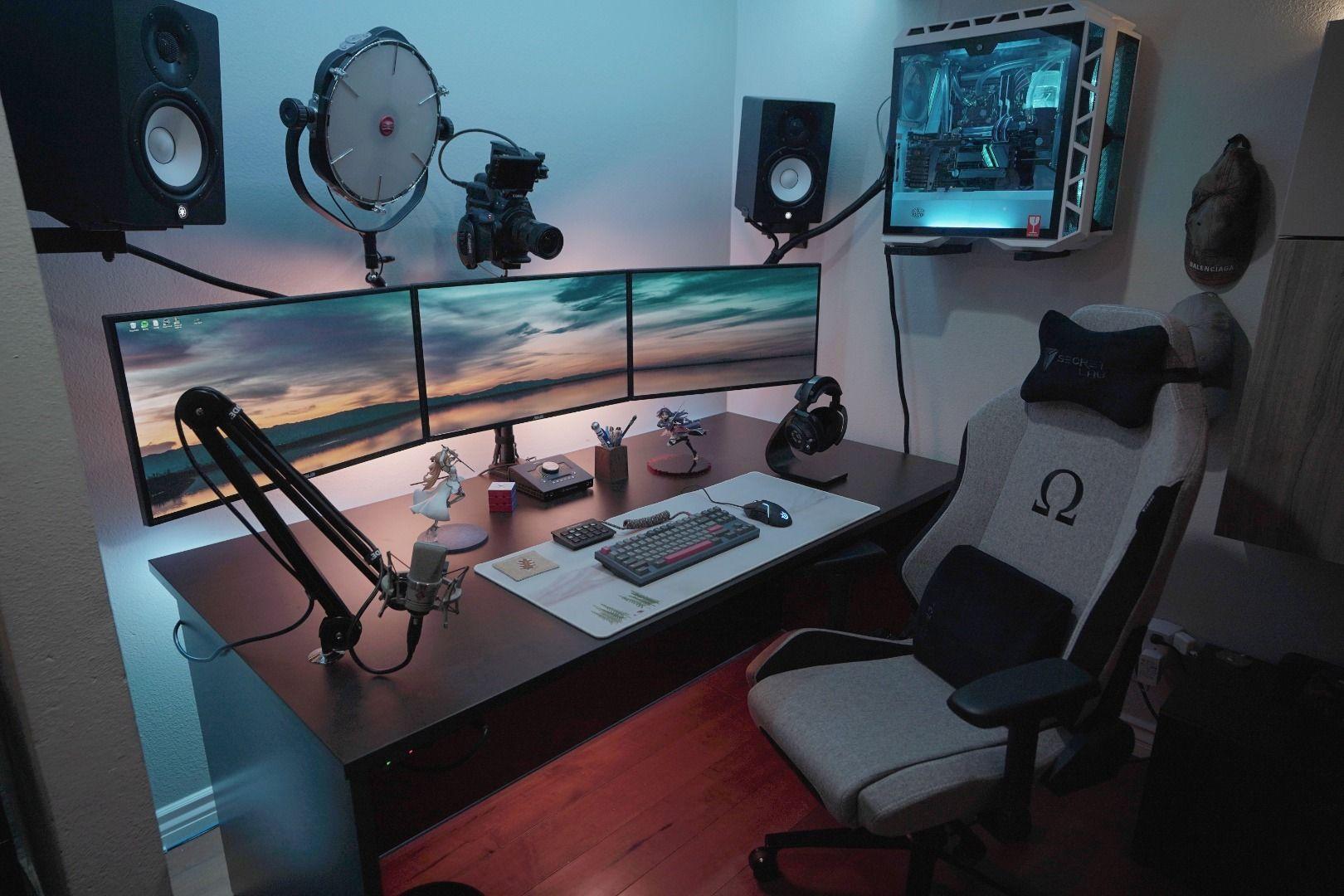 Ultimate Minimal Setup In 2020 Desk Setup Gaming Room Setup Gaming Desk Setup