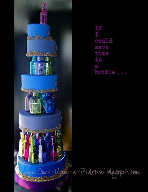 Tiempos en una botella. Brillante idea para un aniversary cake.
