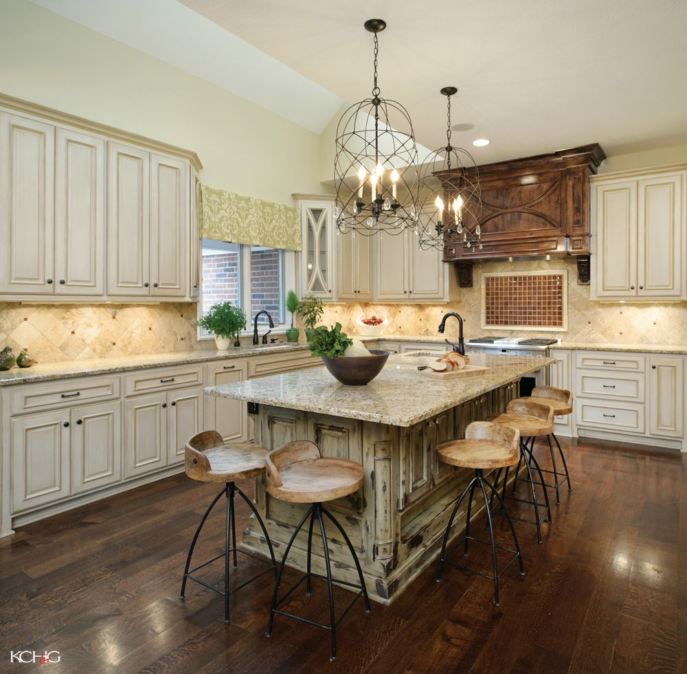 Off White L Shaped Kitchen Design With Island: Kitchen:Granite Countertop Kitchen Island With Seating