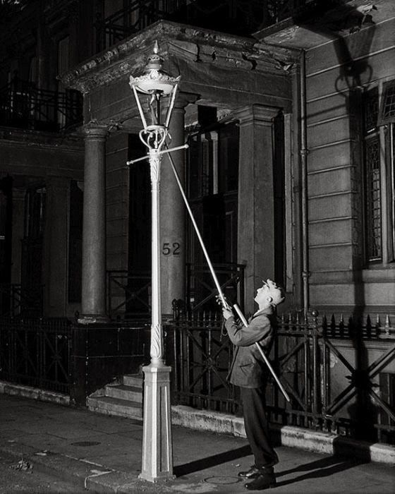 Lamp Lighter Until Electric Street Lamps Were Introduced Lamp Lighters Would Need To Go Around Lighting Or Extinguish Old Photography Bill Brandt Old Photos