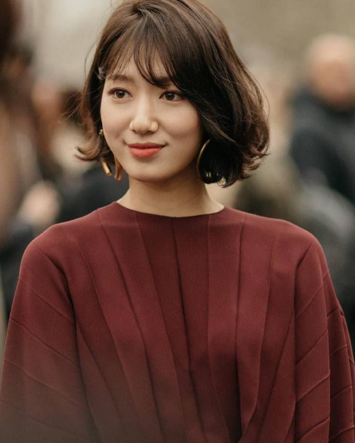 Park Shin Hye Hits Fashion Home Run In Valentino At Paris Fashion Show A Koala S Playground Hair Styles Asian Short Hair Short Hair Styles