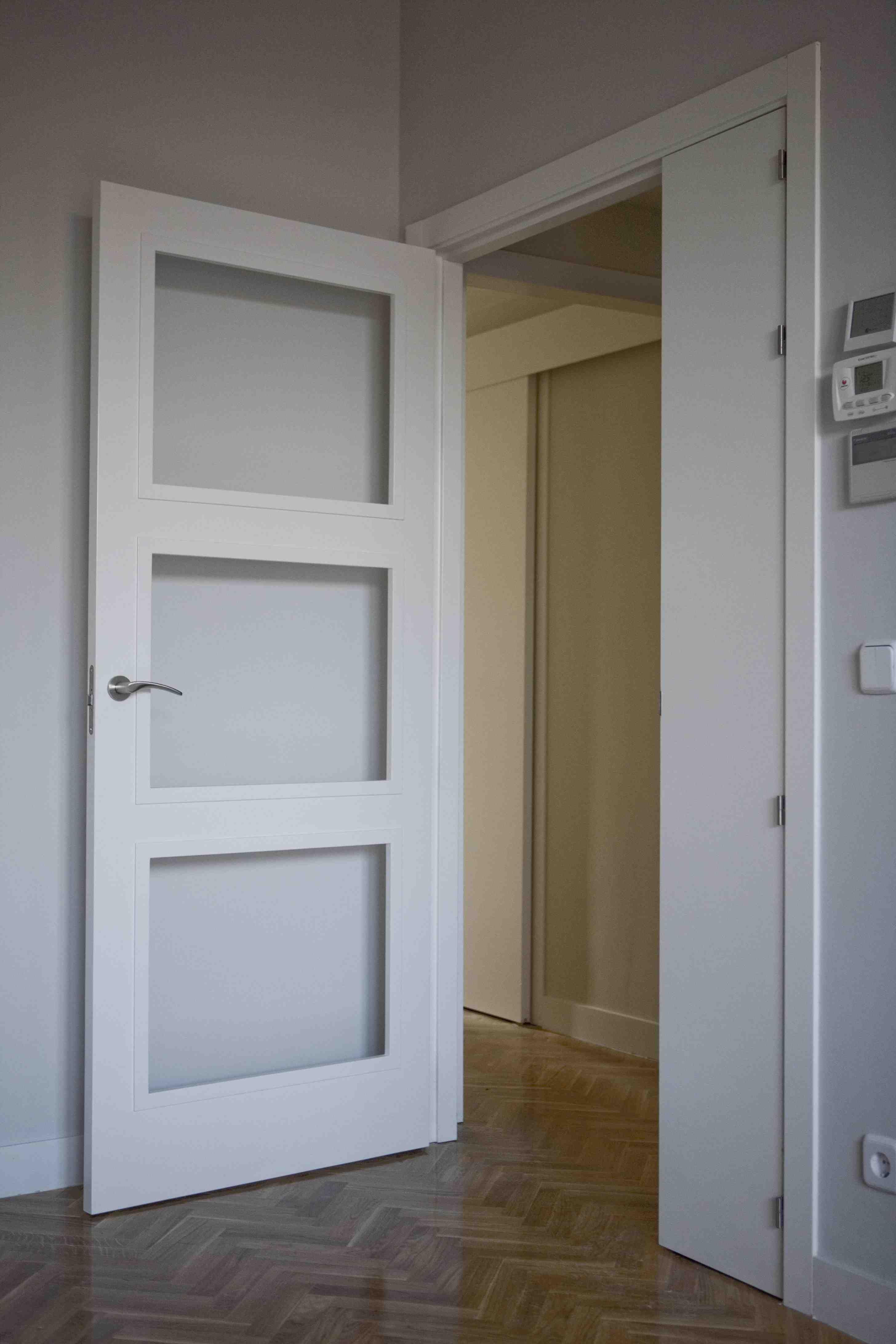 Puerta de paso realizada en madera dm - Puertas paso blancas ...
