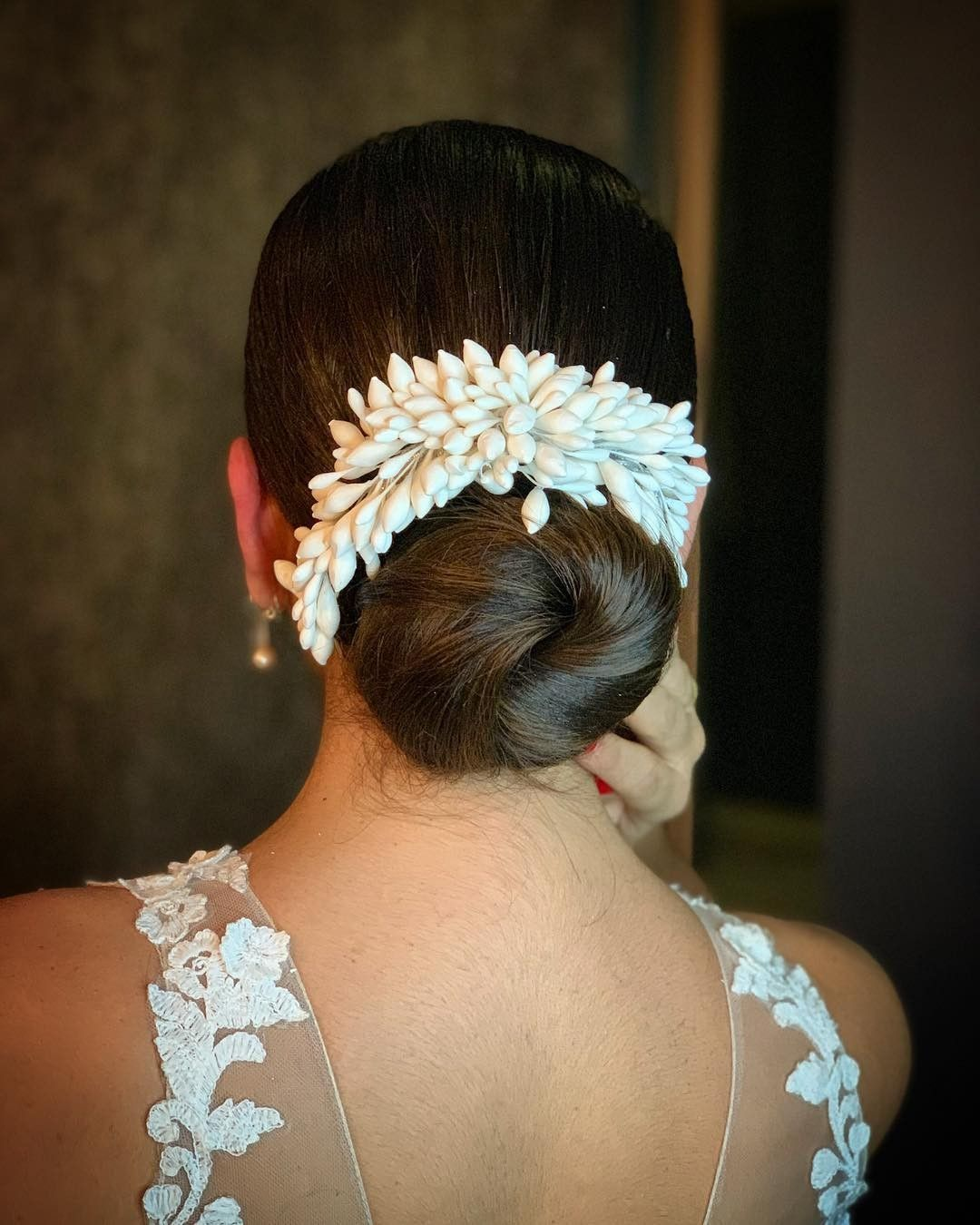 What a beautiful large low bun with real flower gajra! Care however should be taken … | Indian ...
