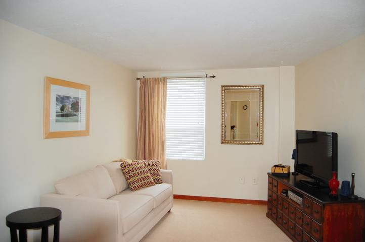 This is fabulous and spacious 2nd floor rental unit with bright lines and clean colors. Centrally located in Annapolis, just 7 minutes away from downtown, the Annapolis Mall, and commuter routes.