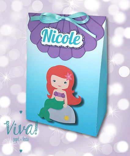 """Sempre seja você mesmo. A não ser que você consiga ser uma sereia... então, seja sempre uma sereia! E hoje foi o dia da menina Nicole virar sereia! Sacolinha de brindes no tema """"A Pequena Sereia"""". #lembrancinhas #festademenina #apequenasereia"""