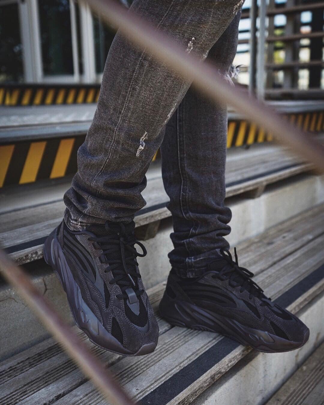 capacidad Misionero Ahuyentar  Buy Women Yeezy 750 Boost Lookbook Black Sale 73