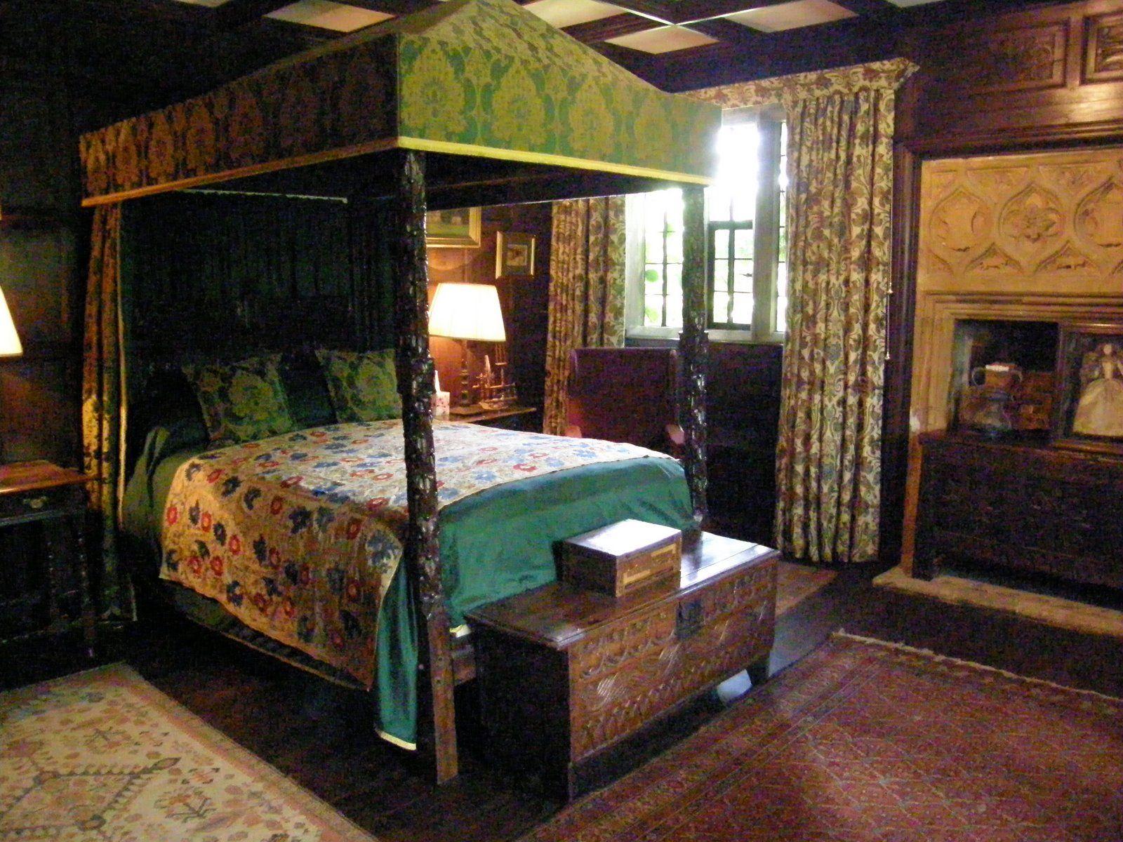 Tudor bedroom bedrooms pinterest bedrooms for Tudor style bedroom