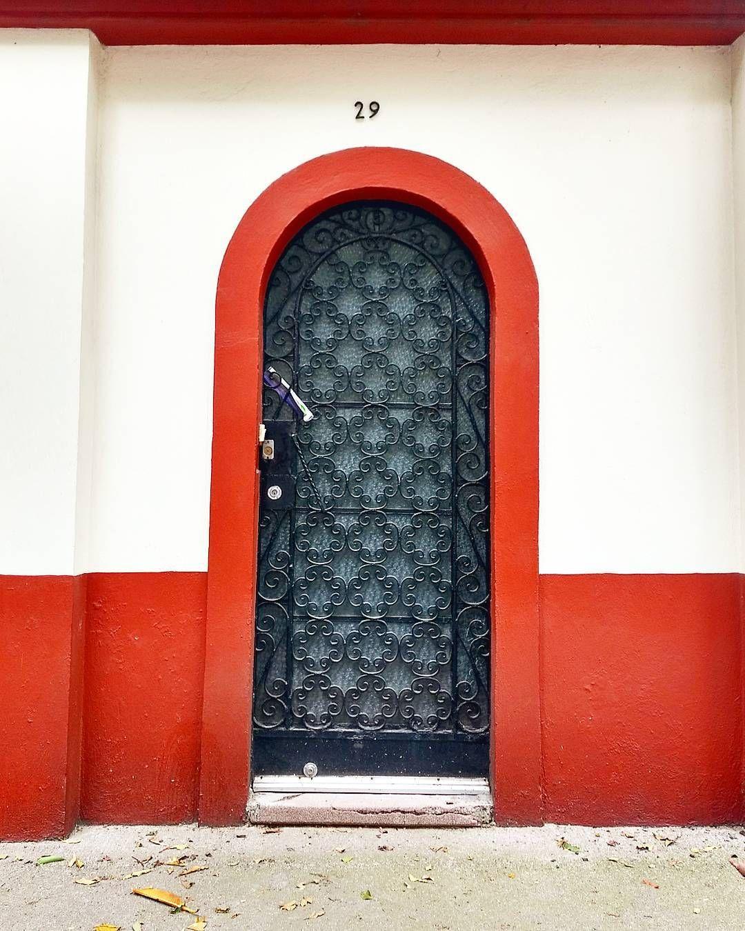 47 Likes 1 Comments Miguel Salas Miguelsalastv On Instagram Puertascdmx 0 3 7 100 Puertas Alrededor De La Unique Doors Gorgeous Doors Cool Doors