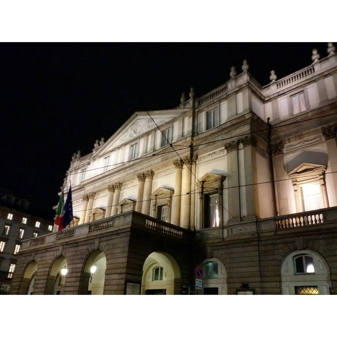 #allascala #teatroallascala #milanobynight #nightlife #night #Milanoexpo  #ilbellodimilano #vivomilano #milanodavedere #milanodabere #loves_milano #igersmilano #igerslombardia #lombardia_city #igersitalia #amatelarchitettura #expo2015 #expomilano2015 #architecture #archilovers #architecturelovers #architectureporn #amatelarchitettura by tommyd89