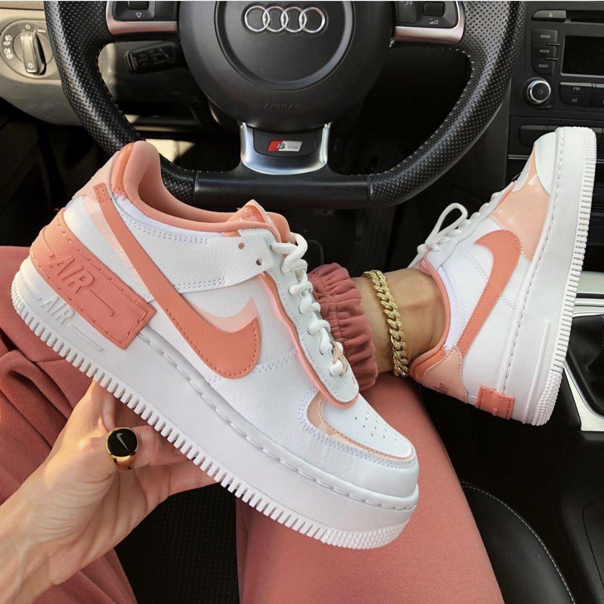 Aventurero Por nombre Cirugía  👜 on Twitter | Nike air shoes, White nike shoes, Outfit shoes