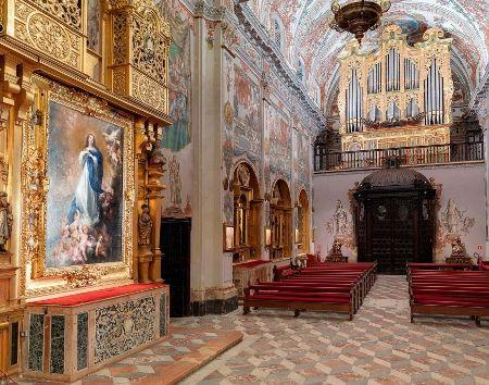 Teselación rómbica en la Iglesia de los Venerables de Sevilla. | Matemolivares