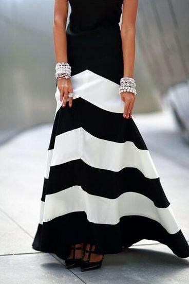 ärmelloses langes Kleid mit Streifen-schwarz und weiß ...