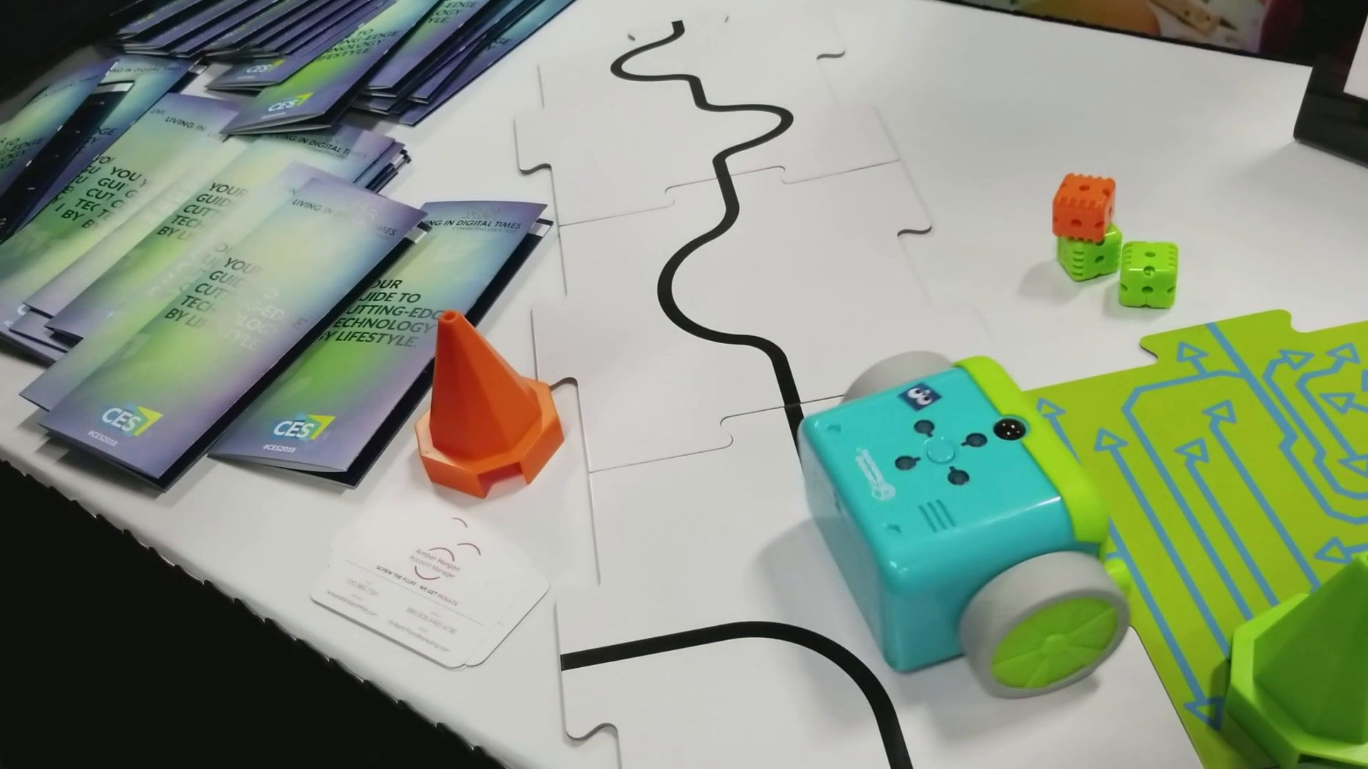 Botley Teaches Young Kids To Program No Screen Required