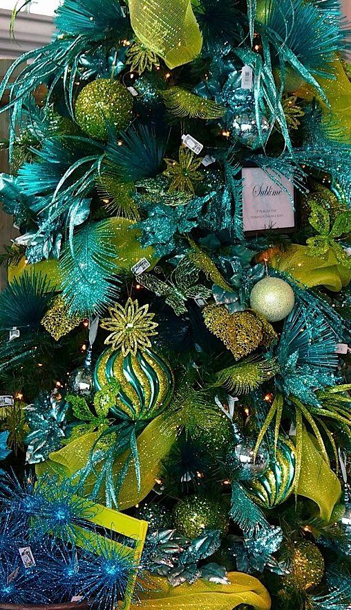 Verde el ctrico y azul como decoracion de rbol de navidad for Adornos para el arbol de navidad 2016