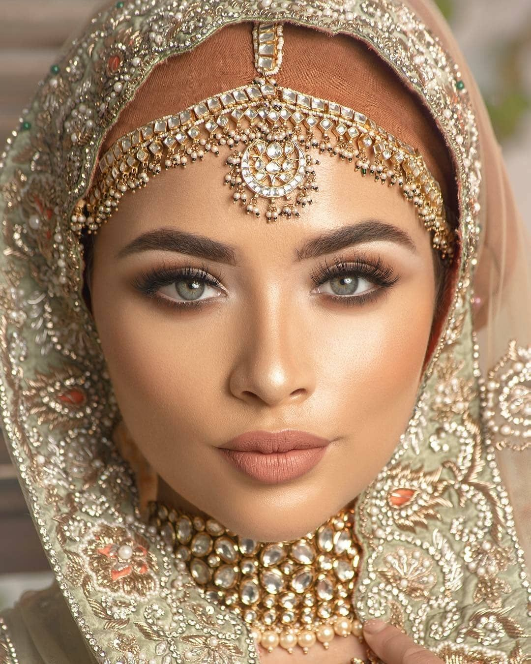 "☆ Shaadi Barbaadi ☆ on Instagram: ""Stunning Hijabi bride inspo ��� #Repost from @coshimakeup - Photography @omjphotography Styling by @stylebypritsg Bridal dress…"""