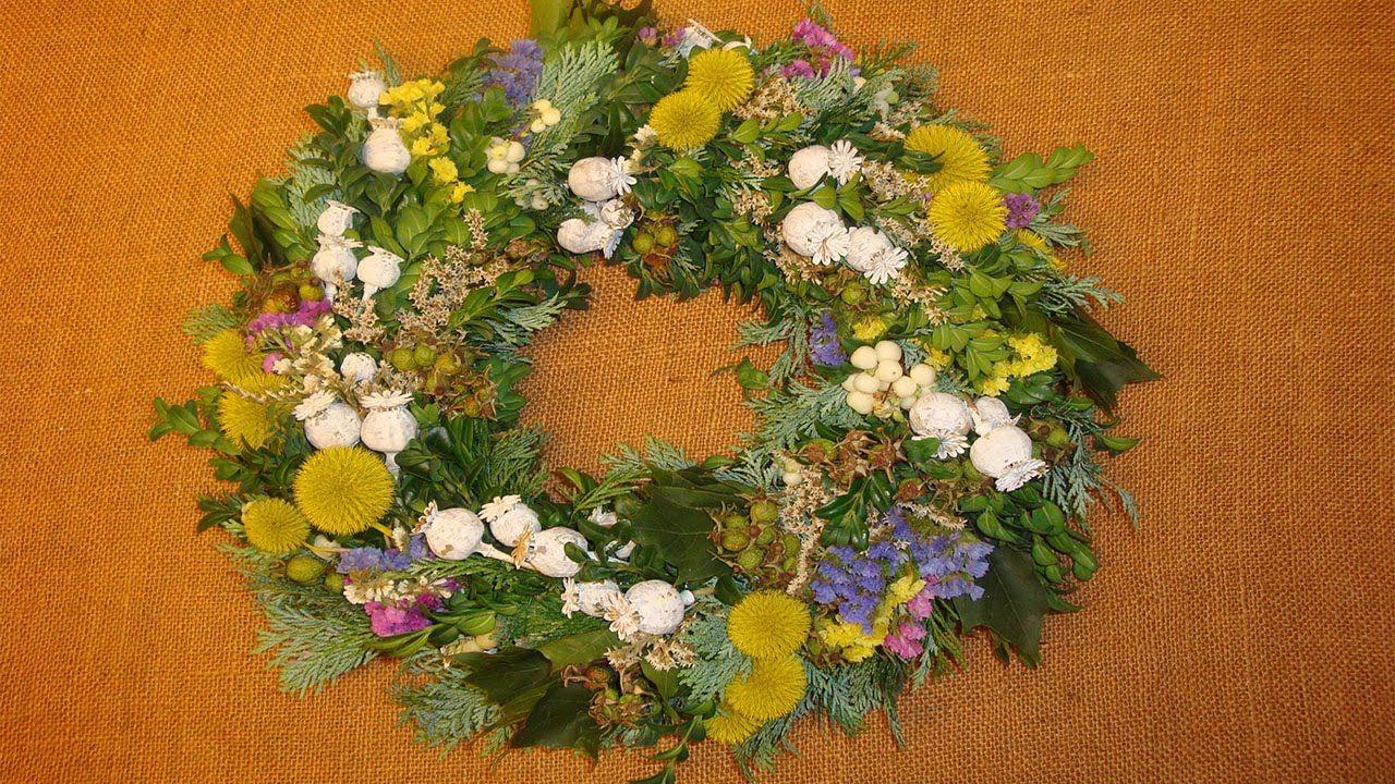 Herbstdeko bastelideen t rkranz deko ideen mit flora shop floristik videos diy - Bastelideen deko ...