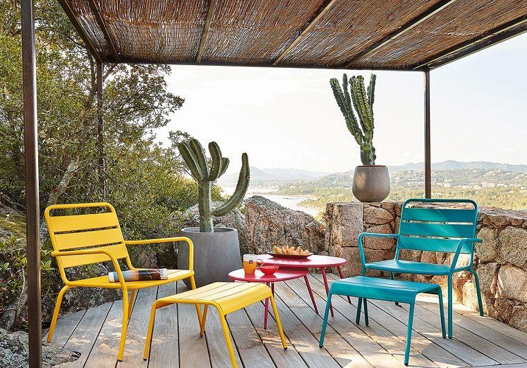 arredare il terrazzo-tavolo-sedie-colorate | arredamento | Pinterest