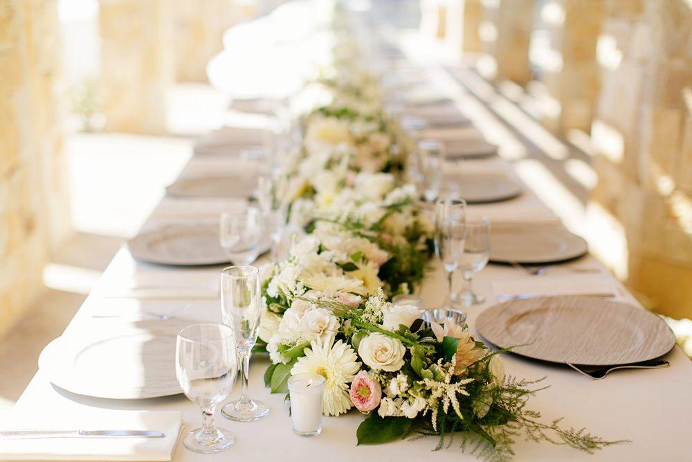 wedding table, wood chargers, gold flatware, https://partypleasersblog.wordpress.com, http://instagram.com/partypleasers,