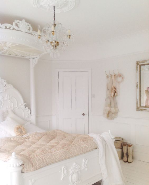 White Shabby Chic Bedroom Ideas: 05 French-inspired White Shabby Bedroom