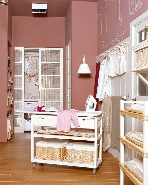 Hoy organizo colada y plancha  Lavadero  Muebles