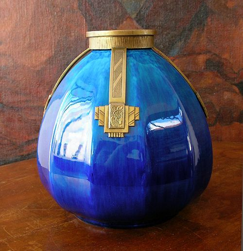Prachtige Art Deco 1925 Blauwe vaas door Manufacture de Sèvres / MP (Paul Millet). Brons armatuur / Wonderful Art Deco 1925 Blue vase by Manufacture de Sevres / MP (Paul Millet).  Bronze fixture.