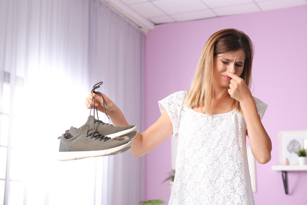 Scarpe Che Puzzano Pulizia Scarpe Cattivo Scarpe